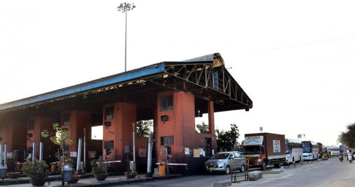 Jas toll, on Tumkur Road outskirts of Bengaluru. Photo/ B H Shivakumar