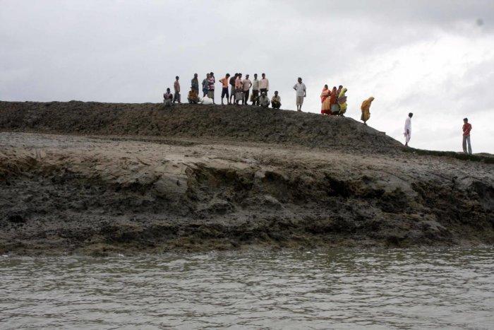 Coastal erosion at Ghoramara island, Sunderbans. Photo by Bhaskar Mallick
