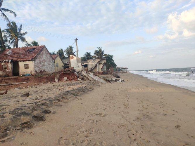 Puducherry Beach. DH Photo by E T B Sivapriyan