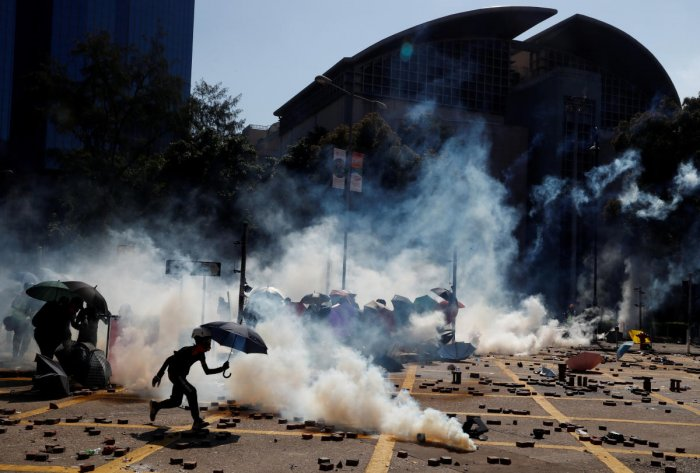 Protesters clash with police outside Hong Kong Polytechnic University (Reuters Photo)