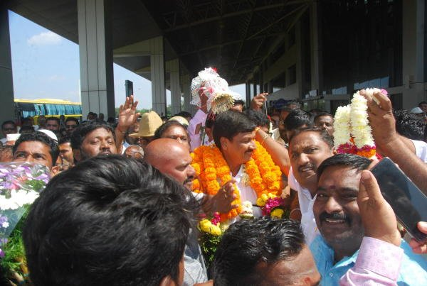 BJP candidate for Gokak assembly constituency bye-election Ramesh Jarkiholi being welcomed by supporters at Sambra airport in Belagavi on Friday.. (DH photo)