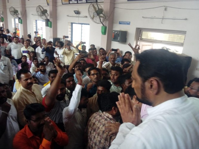 Deputy Chief Minister Lakshman Savadi pleads with his supporters to end protest ahead of the BJP workers' meeting in the bypoll-bound Athani on Sunday. DH Photo