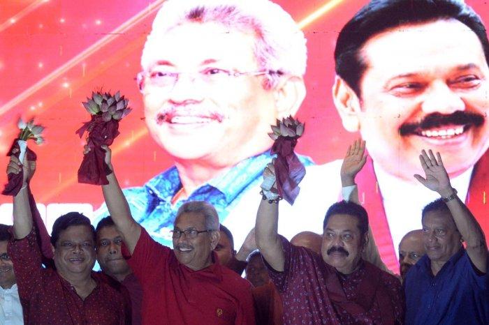 Sri Lanka Podujana Peramuna (SLPP) party presidential candidate Gotabhaya Rajapaksa and his brother, former Sri Lanka's president Mahinda Rajapaksa wave at supporters during a campaign rally. (AFP Photo)