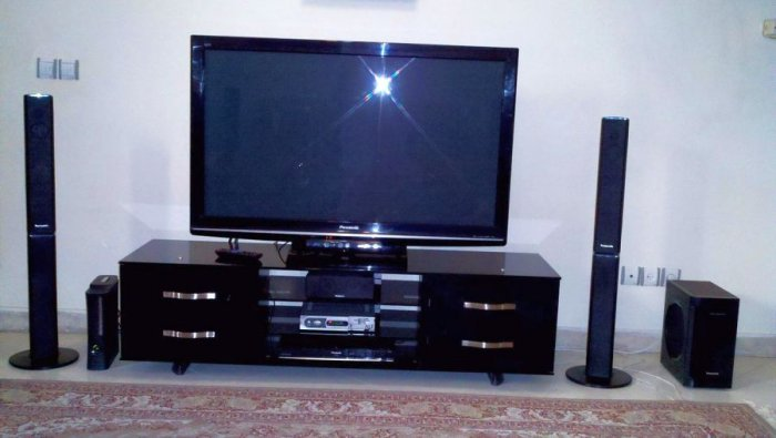 A home theatre in a box setup. Picture credit: commons.wikimedia.org/wiki/ Milad Mosapoor