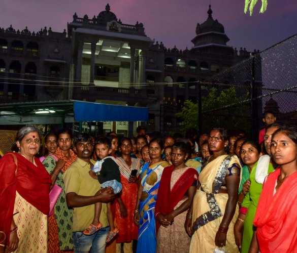 The slum residents of Belur Ambedkar Nagar assembled in front of Vikas Soudha to meet the Chief Minister, about the evacuate their place through demolish the houses, in Bengaluru on Friday. Photo/ B H Shivakumar