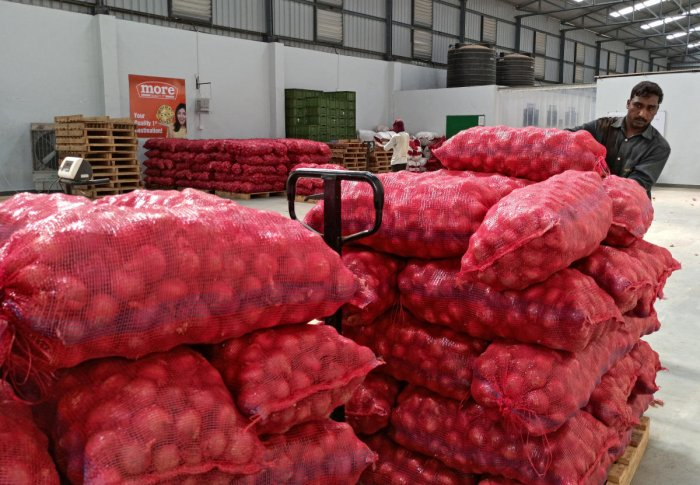 The all-India average retail price of onion stood at Rs 60.38 per kg on November 15, compared with Rs 22.84 per kg on the same date last year. Photo/REUTERS