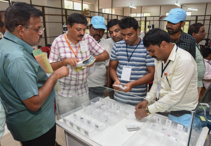 Petitioner Hans Raj Jain has contended that the EC had got Rs 3,173.47 crore released from the government to purchase 16,15,000 VVPAT EVMs for bringing transparency in election process. (DH File Photo)