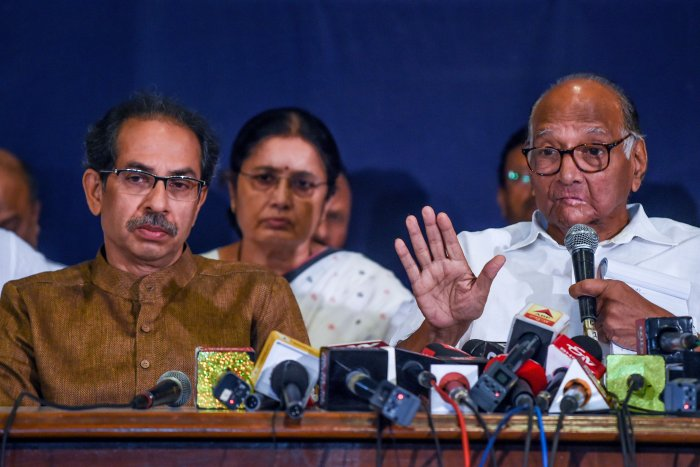 Shiv Sena party Chief Uddhav Thackeray (L) looks on as Nationalist Congress Party (NCP) Chief Sharad Pawar speaks at a press conference in Mumbai. (AFP Photo)