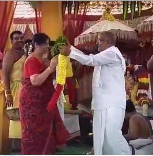 A video grab of JD(S) MLA G T Devegowda and his wife during Srinivasa Kalyanotsava at Dadakalahalli in Mysuru taluk on Friday.