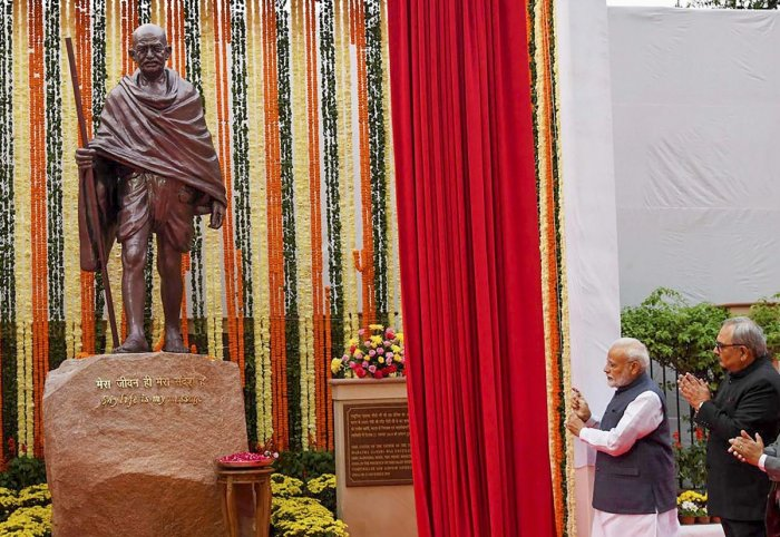 Prime Minister Narendra Modi unveils a statue of Mahatma Gandhi, at the Comptroller and Auditor General of India (CAG) office premises, in New Delhi. Representative Image. (PTI Photo)