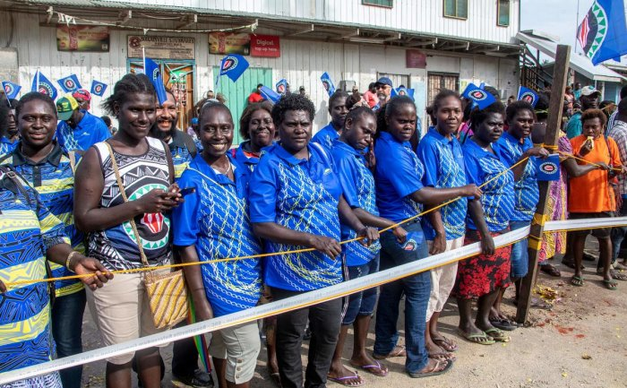Bougainville residents gather at a polling station in a historical independence vote in Buka. (Photo by AFP)