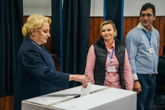 Former Romanian Prime Minister, Social Democrats (PSD) leader and presidential candidate Viorica Dancila (L) casts her ballot on the second round of presidential elections at a poll station in Bucharest. (AFP Photo)