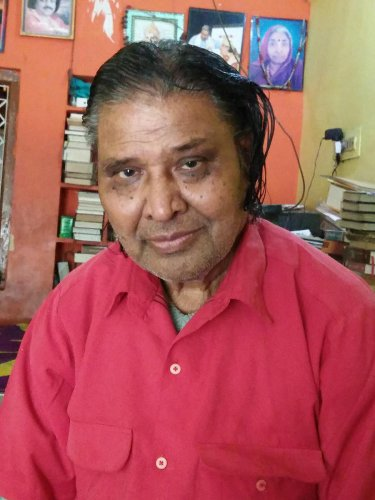 Born on April 6, 1943, Walikar worked as high school teacher, lecturer and also served as a reader at Gulbarga University's Kannada Study Institute.