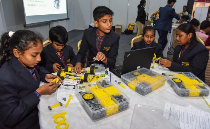 With robotics being one of the big hits at the Bengaluru tech summit, the stall by a Bengaluru based startup drew a lot of attention.  At the exhibit, a group of students were operating the model of a smart home, using a DIY robotic kit.