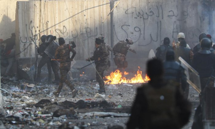 Iraqi security forces clash with demonstrators during the ongoing anti-government protests in Baghdad. (Reuters Photo)