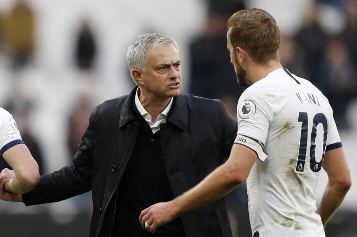 Tottenham Hotspur's Portuguese head coach Jose Mourinho interacts with Tottenham Hotspur's English striker Harry Kane at the final whistle during the English Premier League football match between West Ham United and Tottenham Hotspur at The London Stadium, in east London. (AFP Photo)