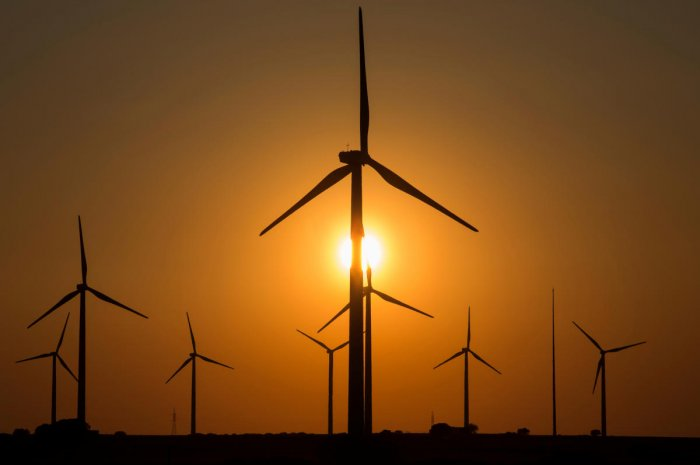 Wind turbines are seen at dusk in a field in Tebar, Spain, April 11, 2017. (Reuters Photo)