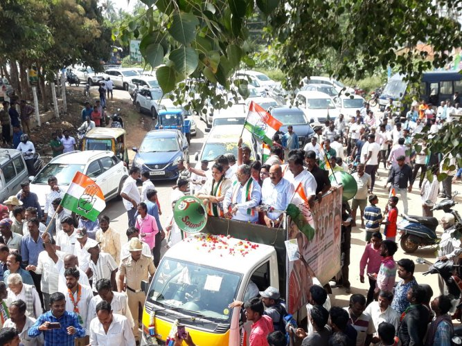 Leader of Opposition Siddaramaiah and Congress candidate from Hoskote Padmavathi Suresh take out a road show at Sulibele in Hoskote taluk on Sunday.