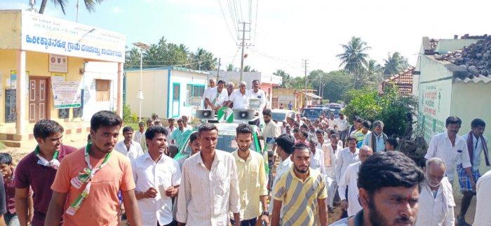 JD(S) MLA H D Revanna campaigns for candidate Devarahalli Somashekar for the byelection at Hirikyatanahalli in Hunsur taluk, Mysuru district, recently. Dh-file photo