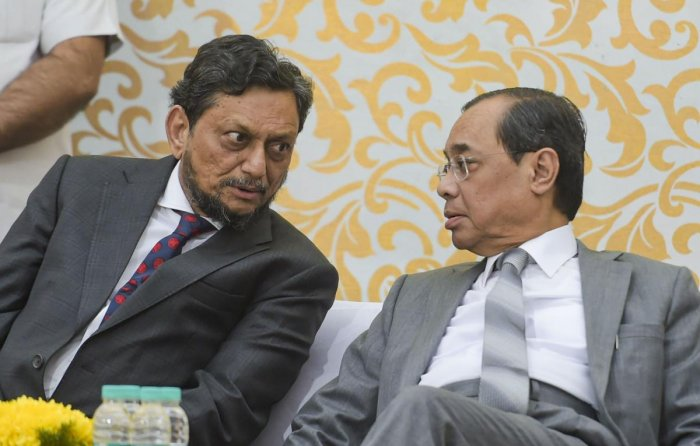 Current Chief Justice of India Sharad Arvind Bobde with outgoing Chief Justice Ranjan Gogoi (PTI photo)