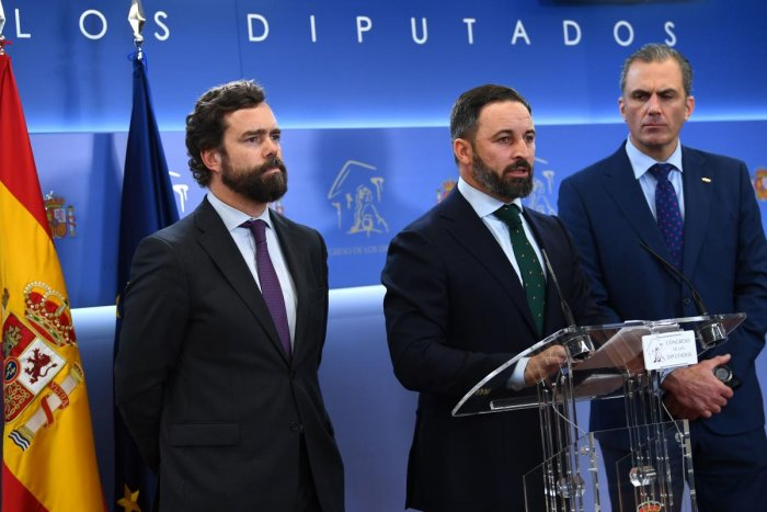 Leader of the Spanish far-right party Vox, Santiago Abascal (C), Vox spokesman Javier Ortega Smith (R), and Vox parliament spokesperson Ivan Espinosa de los Monteros (AFP photo)
