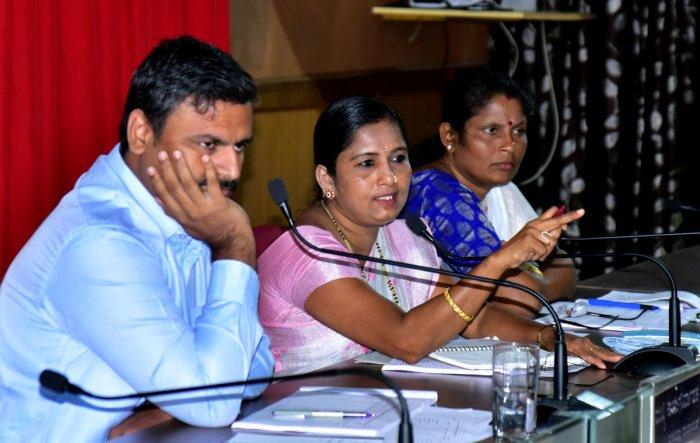 ZP President Meenakshi Shanthigodu speaks at the general body meeting at Nethravathi hall in Mangaluru on Tuesday. DH Photo
