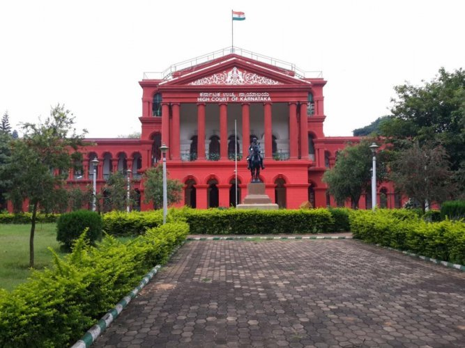 A division bench of Justice Aravind Kumar and Justice Suraj Govind Raj, hearing a civil contempt petition by advocate S Umapathy, issued notice to the additional chief secretary of the Home Department and the Director General and Inspector General of Police (DG&IGP).