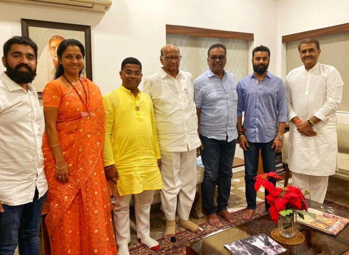 BVA leaders meeting Sharad Pawar. (DH Photo)
