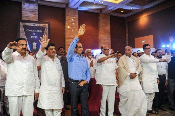 Senior Congress leader Mallikarjun Kharge, NCP chief Sharad Pawar and Shiv Sena President Uddhav Thackeray along with NCP, Congress and Shiv Sena MLAs during a gathering to display their strength of 162, at Grand Hyatt Hotel in Mumbai, Monday, Nov. 25, 2019. Photo/PTI