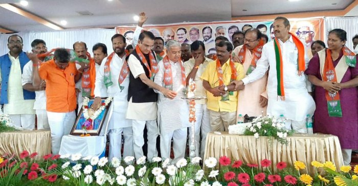 Deputy Chief Minister Govind Karjol inaugurates an SC/ST convention in KR Pet, Mandya district on Thursday. Ex-minister M Shivanna, BJP SC Morcha state president D S Veeraiah, ex-minister B Somasekhar and ex-MLC Ramesh are seen.