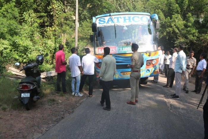 Harekala Gram Panchayat members, demanding government buses, staged a protest and stopped private buses in Harekala on Thursday.