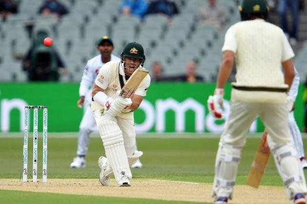 Australia'a batsman David Warner palys a shot on day one of the second cricket Test match between Australia and Pakistan in Adelaide on November 29, 2019. (AFP photo)