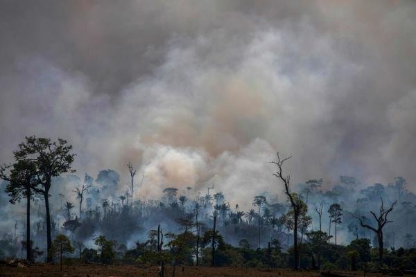 In this file photo taken on August 27, 2019 smokes rises from forest fires in Altamira, Para state, Brazil, in the Amazon basin. (AFP photo)