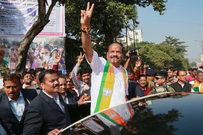 Jharkhand Chief Minister Raghubar Das flashes the victory sign along with party supporters after filing nominations for the forthcoming Assembly Election 2019, in Jamshedpur. (PTI Photo)