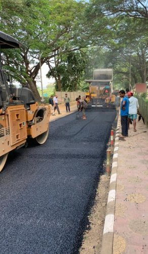 This is a green technology, which aims to reduce the menace of plastic waste in one hand and improve the durability of the roads on the other. (DH photo)