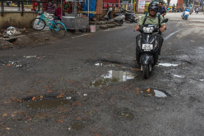 The Palike submitted an affidavit in court along with newspaper ad clippings on paying compensation to pothole vicitms. DH file photo