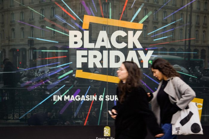 """The """"Black Friday"""", a day during which stores offer highly promoted sales, has entered French consumption habits a few years ago, despite the growing issue of overconsumption. The next 'Black Friday' will take place on November 29, 2019. (Photo by AFP)"""
