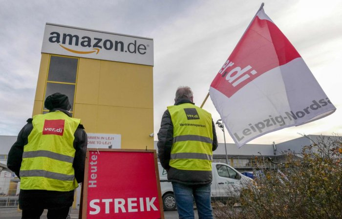 In this file photo taken on December 17, 2018 members of German union verdi on strike stand in front of the site of Amazon fulfillment center in Leipzig, eastern Germany, to protest against missing collective labour agreements. (AFP Photo)