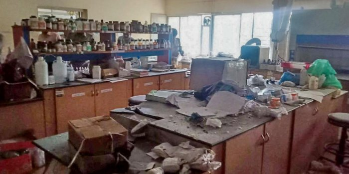 A view of inside after a powerful blast in Karnataka's Forensic Science Laboratory (FSL) on Sarjapur main road in Bengaluru on Friday, November 29, 2019. six scientists and one supporting staff inured during the incident. (DH Photo)