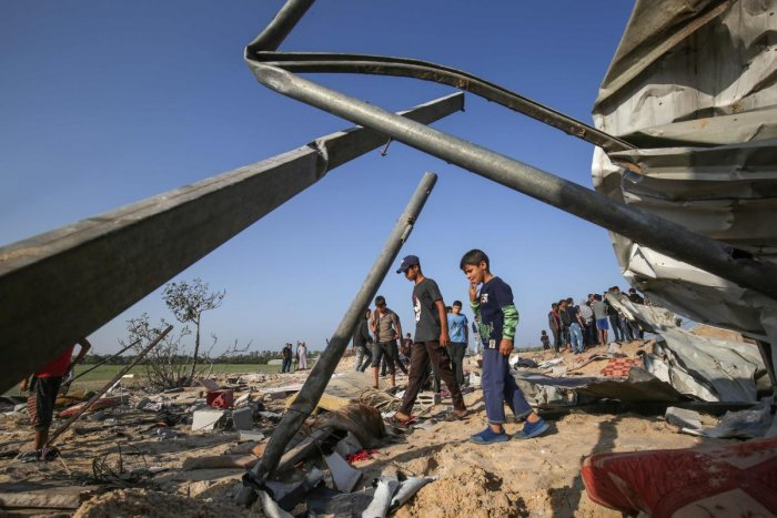 Palestinians gather at the site of an Israeli air strike in Deir al-Balah in the southern Gaza Strip on November 14, 2019. (AFP Photo)
