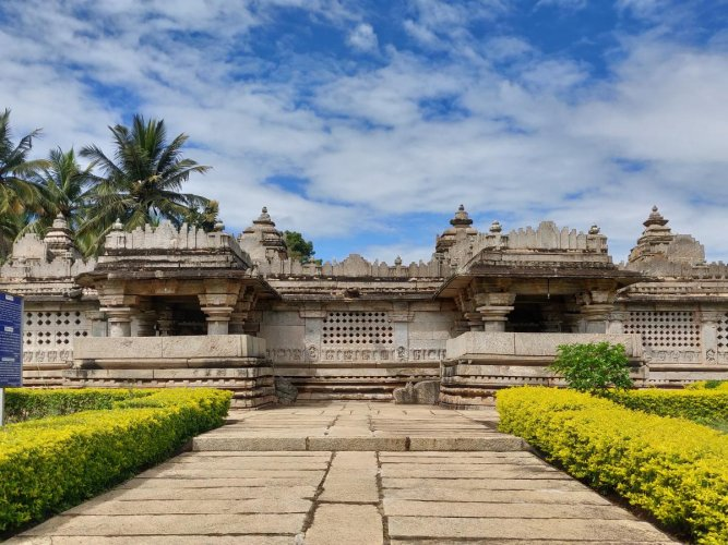 Panchalingeshwara Temple, Govindanahalli. A fine example of the uncommon panchakuta, the temple complex consists of five shrines and five towers with all the garbha grihas (sanctum sanctorum) facing east. Photos by author