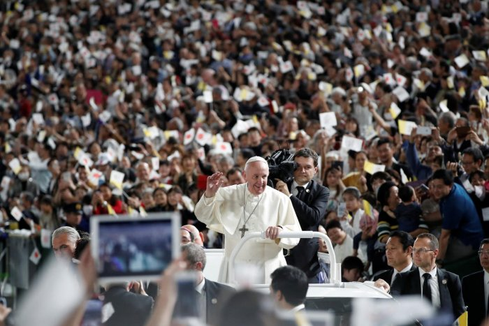 Pope Francis greets wellwishers during a Holy Mass at the Tokyo Dome, in Tokyo, Japan, November 25, 2019. Photo/REUTERS