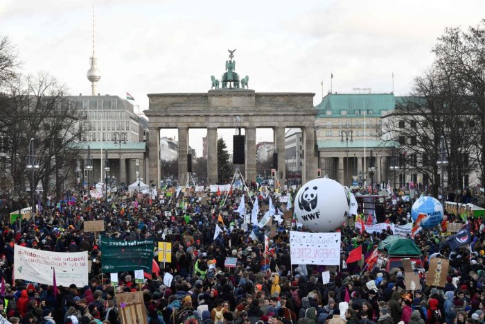 A general view shows demonstrators as they gather with placards at Brandenburg Gate during a protest called by the Fridays for Future movement for climate protection on November 29, 2019 in Berlin, as part of global action day for climate. (AFP Photo)