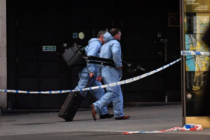 Forensics officers make their way near London Bridge in central London, on November 29, 2019, after reports of shots being fired on London Bridge. (AFP Photo)