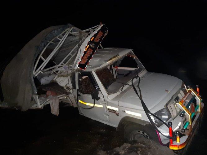 7 killed, 15 injured as van falls off bridge in Maharashtra. (ANI Photo)