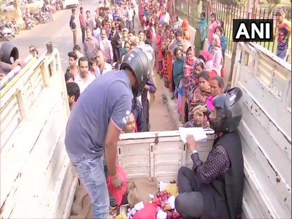 Onion sellers wear helmets while selling subsidised onions in Bihar (ANI Photo)