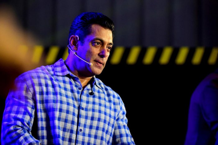 Indian Bollywood actor and host of reality television program Bigg Boss season 13 Salman Khan (C) speaks during the show's press conference at Metro Corporation Yard in Mumbai on September 23, 2019. (AFP Photo)