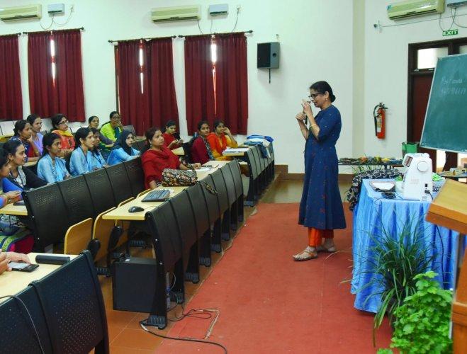 Harina J Rao trains staff of Yenepoya Deemed-to-be University in making cloth bag, at Deralakatte.