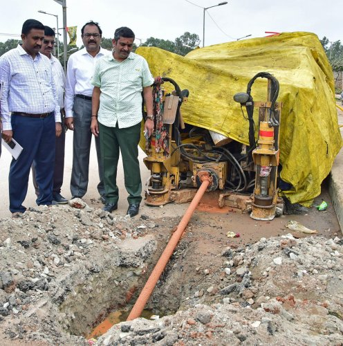 BBMP chief engineer S P Ranganath, joint commissioner (Yelahanka) Dr Ashok and Jakkur corporator K A Munindra Kumar inspect a stretch of Bellahalli Road that was illegally dug up to lay cables. DH PHOTO/RANJU P