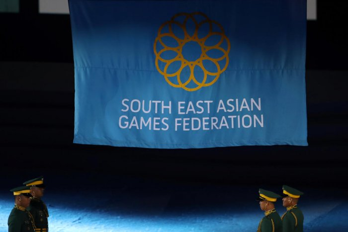 The official flag of Southeast Asian Games Federation is raised during the opening ceremony. (Reuters Photo)